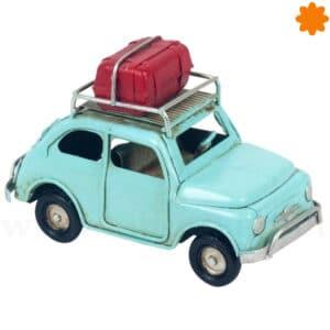 Figura de un coche escarabajo de hojalata para decorar