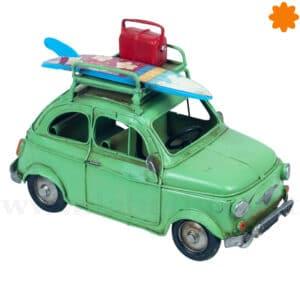 Figura en miniatura de coche antiguo de metal de color verde