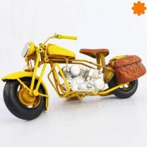 Figurita que es una reproducción metal motocicleta metálica de estilo retro