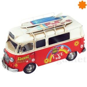 Genial furgoneta antigua de surfistas para decorar