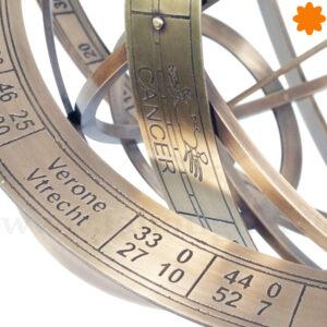 Planetario del universo y la tierra de estilo vintage, steampunk realizado en latón