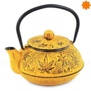 Tetera naranja gastado de hierro fundido con textura rugosa