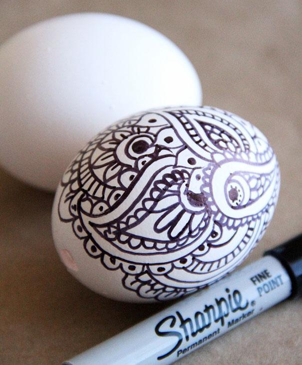 huevo pintado con rotulador