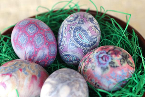 huevos decorados con pintura de corvatrs