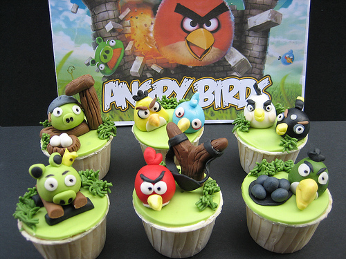 cupcakes con los Angry Birds de colores divertidos