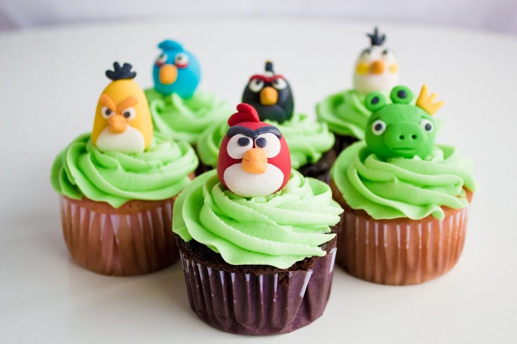 cupcakes con los Angry Birds de colores verdes