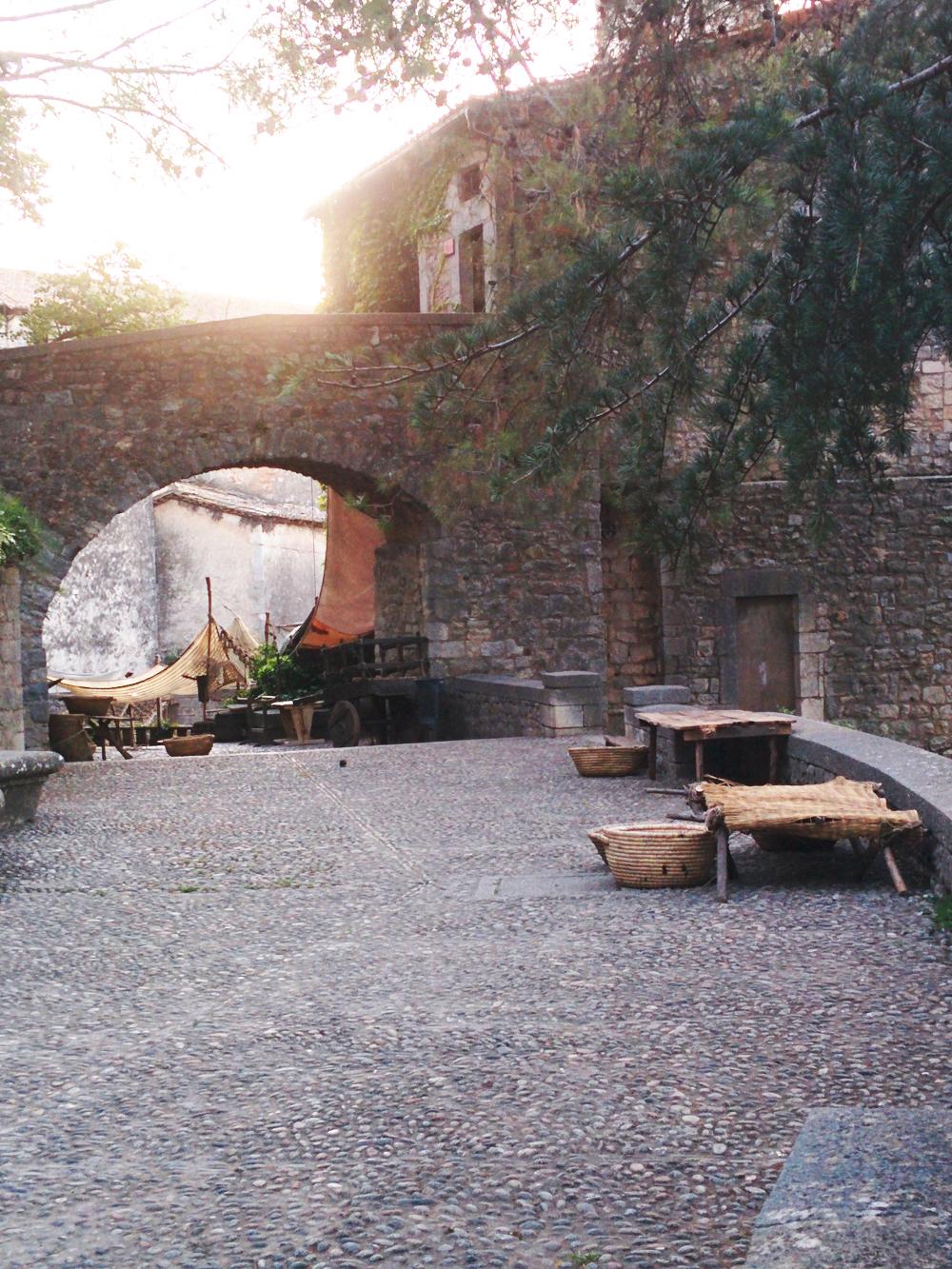 set-de-rodaje-de-juego-de-tronos-en-la-muralla-de-Girona