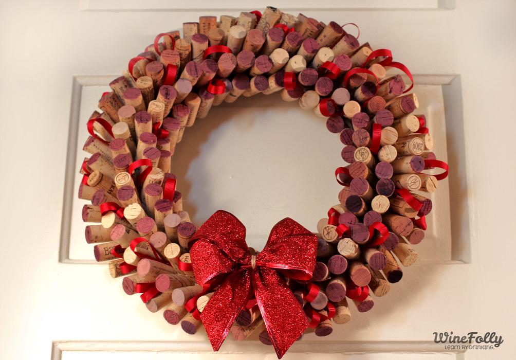 Corona de puerta de Navidad con corchos