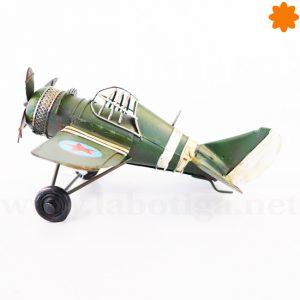 avioneta militar de metal verde