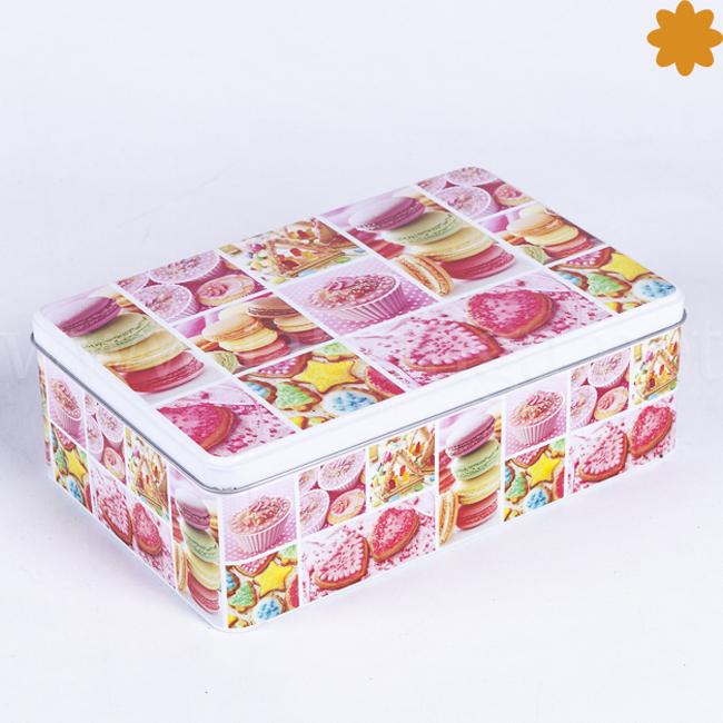 Caja Metálica de Color Rosa con Galletas, Cupcakes y Macarrones de París