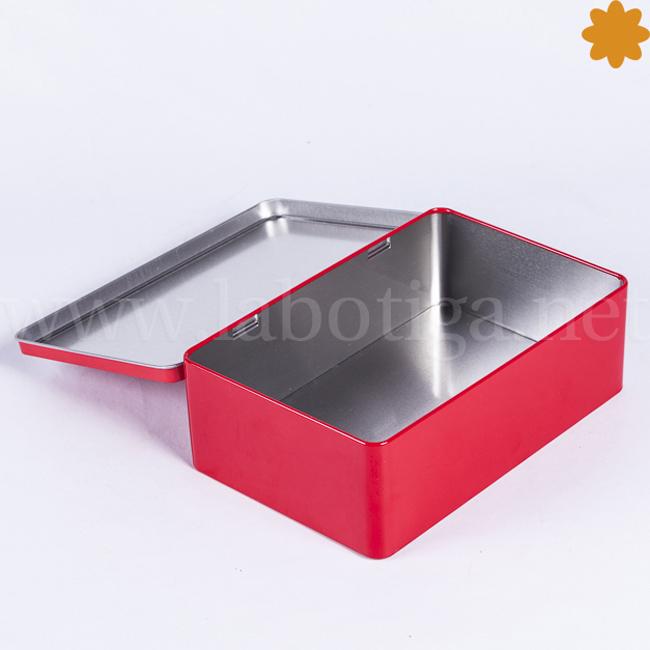 Caja metálica rectangular