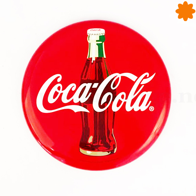 Placa CocaCola roja de plástico con forma circular