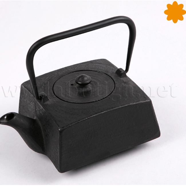 Tetera cuadrada de hierro fundido en color negro
