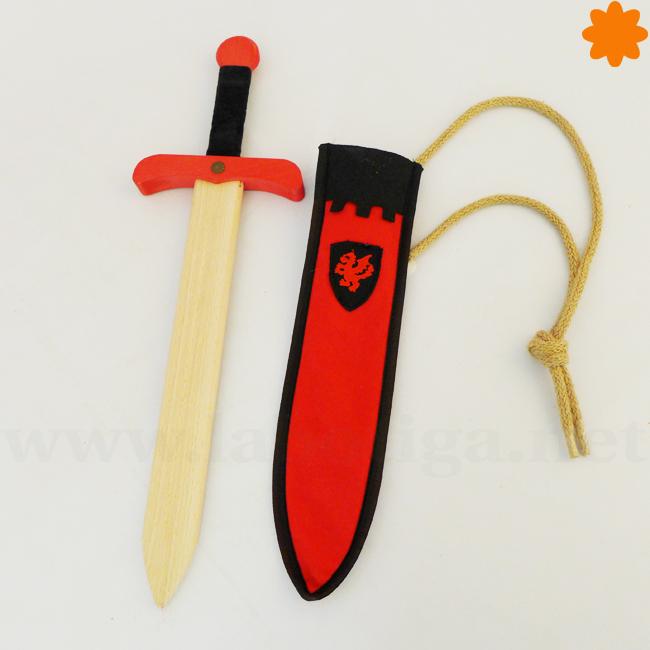 Espada medieval de madera natural de color rojo y negro