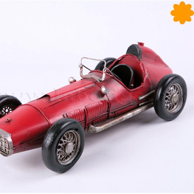 Figura de metal Coche de carreras antiguo rojo