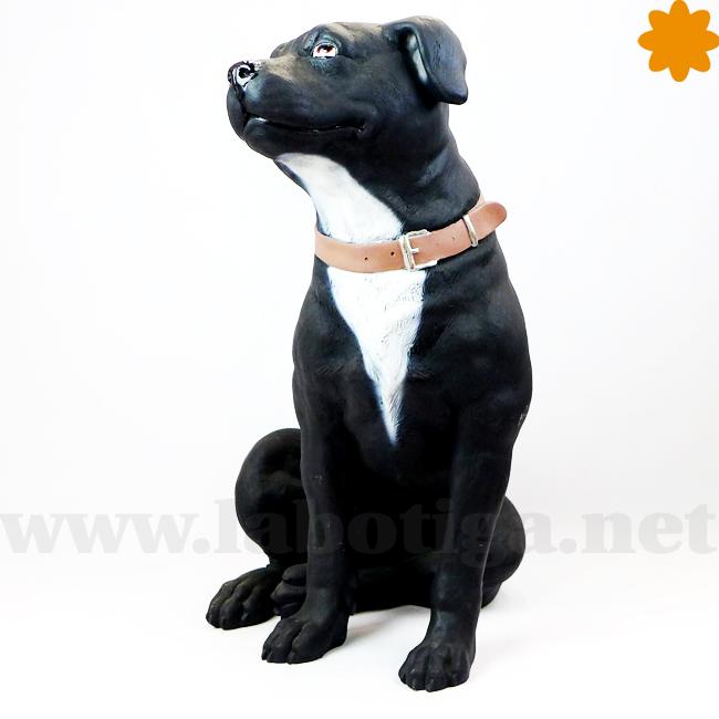 Figura perro staffordshire terrier