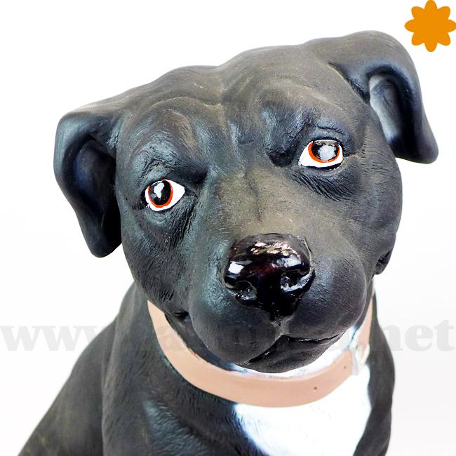 figura tamaño real Staffordshire Terrier negro