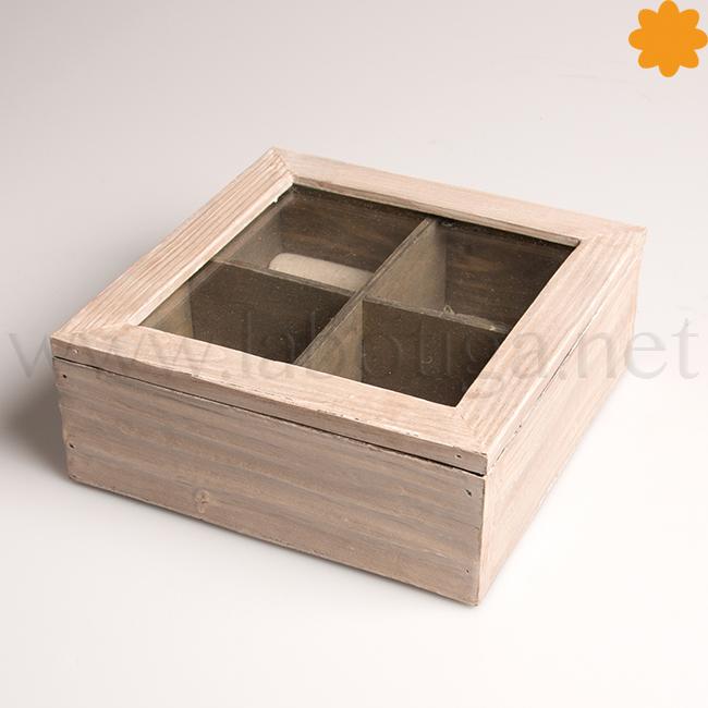 Joyero con cuatro departamentos que es una caja de madera con tapa