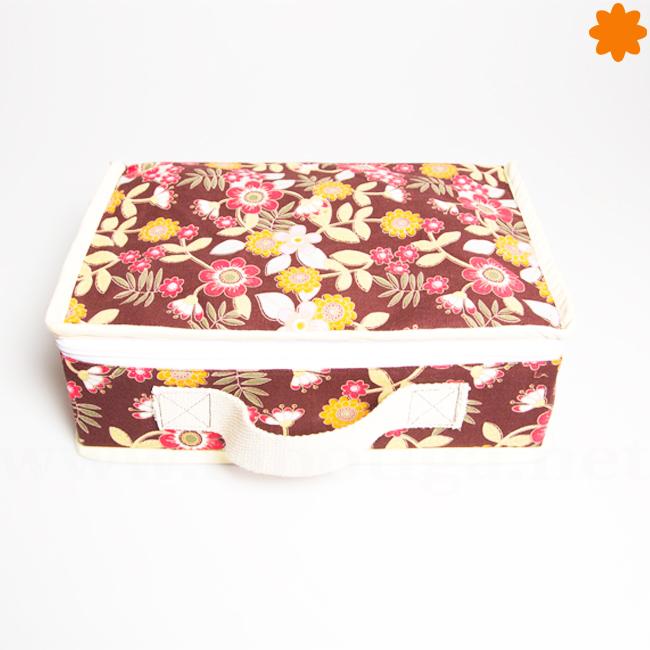 Maleta con flores primaverales fabricada con tela
