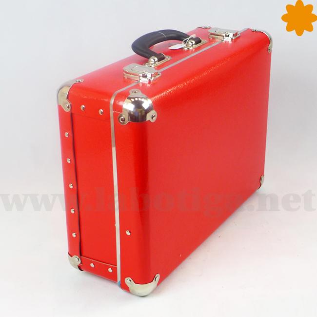 Maleta color rojo complemento decorativo