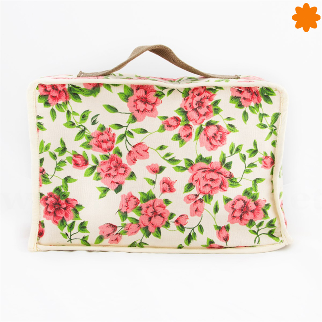 Maleta de tela con motivos florarles y primaverales