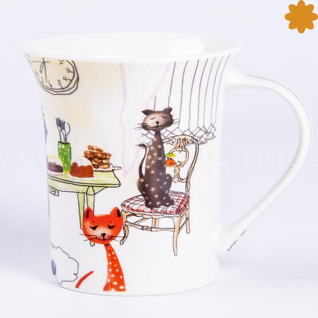 Taza cerámica decorada con gatitos pintados en tonos marrones