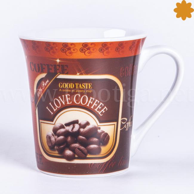 Taza para café decorada con una montaña de granos de café
