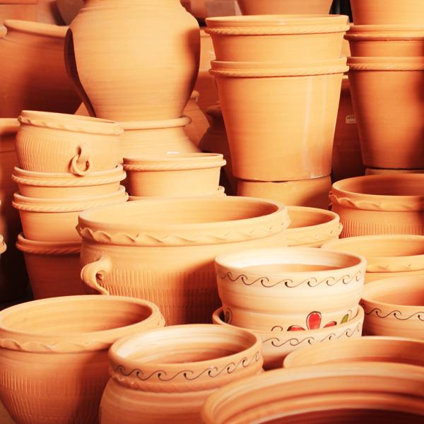 Macetas de barro y cerámica