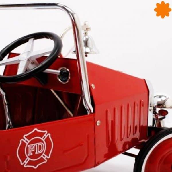 camión con pedales de bomberos