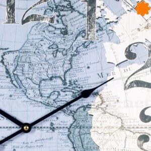 Reloj para pared con atlas del mundo y péndulo