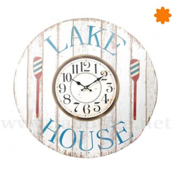 Reloj grande para la pared de la casa del lago