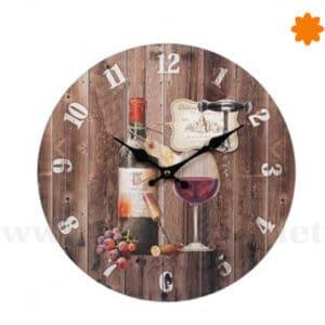 Reloj de pared vintage con botella y copa de vino