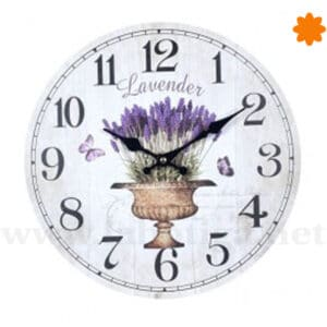 Reloj de pared decorado con un ramo de lavanda