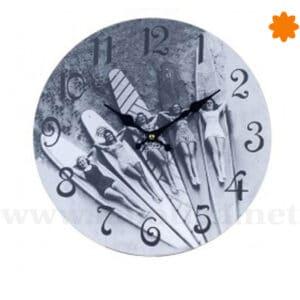 Reloj de pared Chicas surf vintage en blanco y negro
