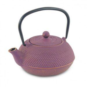 Así es la tetera de hierro colado lila con textura de puntos 60 cl