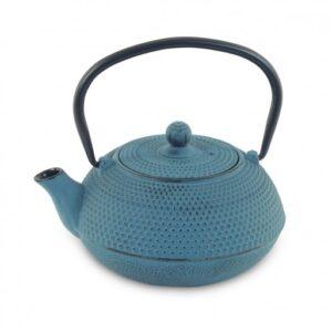 Tetera de hierro colado de color azul con textura de puntos