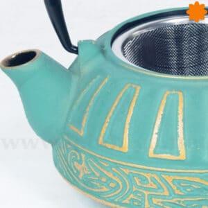 Tetera de hierro colado azul con detalles color dorado