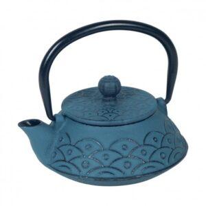 Pequeña tetera de hierro fundido de color azul oscuro